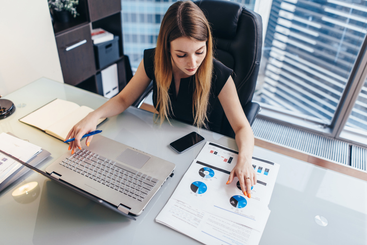 Getting Professional Data Analysis without Hiring Professional Data Analysts